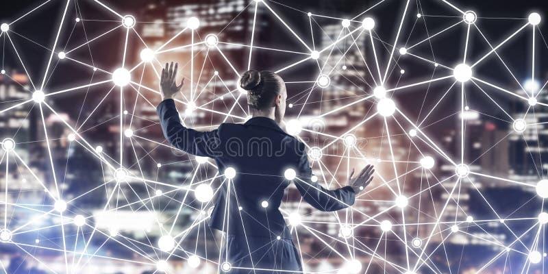 Technologies du sans fil et mise en r?seau modernes comme outil pour des affaires efficaces illustration libre de droits