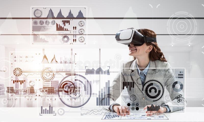 Technologies modernes pour des gens d'affaires images stock