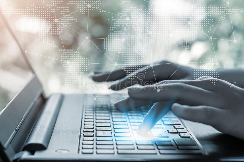 Technologievernetzungsleute- und -Internetanschlusskonzept lizenzfreie stockfotos