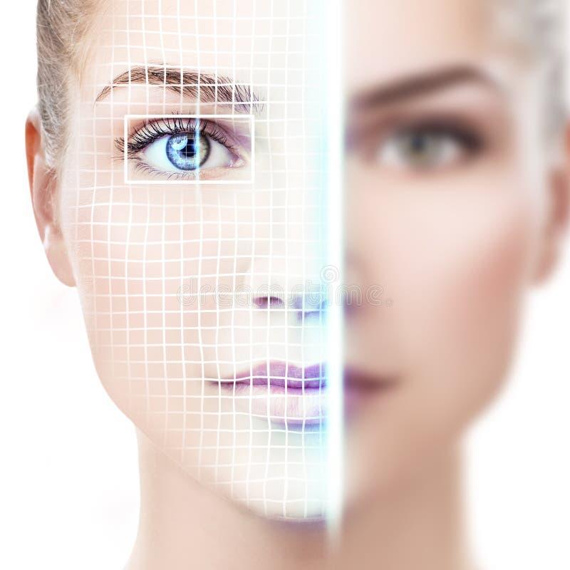 Technologisch aftasten van gezicht van jonge vrouw stock foto