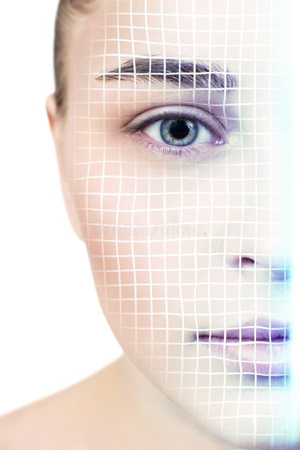 Technologisch aftasten van gezicht van jonge vrouw royalty-vrije stock afbeeldingen