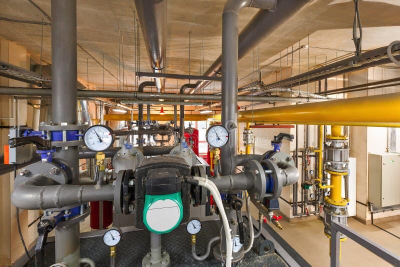 Technologische eenheid van industriële, gasboiler met boilers; pompen; sensoren en een verscheidenheid van pijpleidingen royalty-vrije stock afbeelding