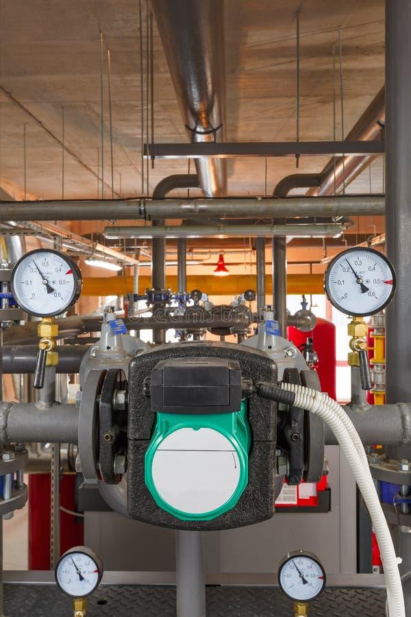 Technologische eenheid van industriële, gasboiler met boilers; pompen; sensoren en een verscheidenheid van pijpleidingen royalty-vrije stock foto