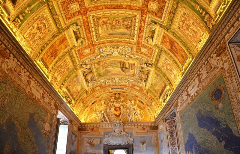 Techo adornado con las pinturas en el museo del Vaticano foto de archivo libre de regalías