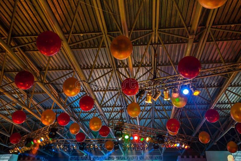 Techo adornado con los globos foto de archivo libre de regalías