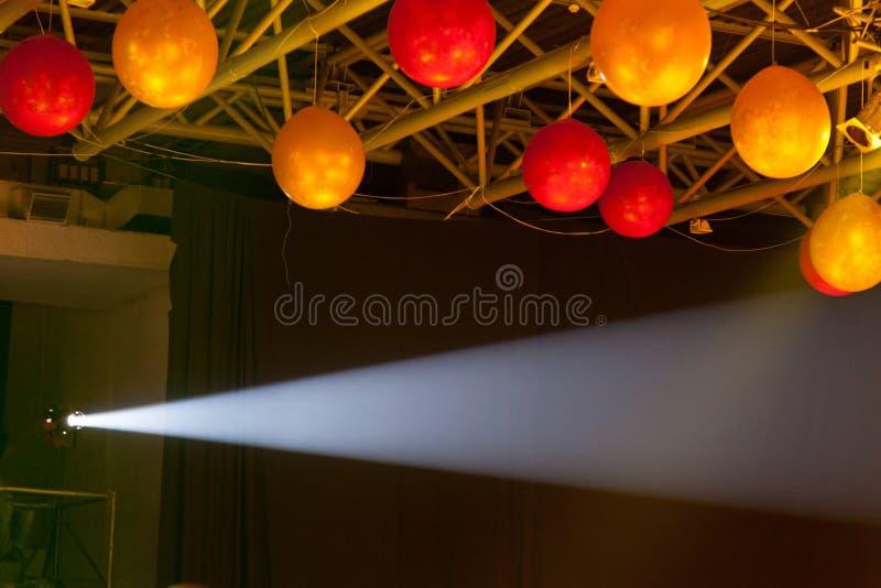 Techo adornado con los globos imagen de archivo libre de regalías