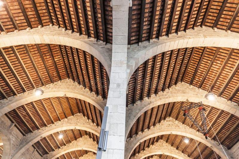 Techo antiguo en el astillero real de Barcelona, buil gótico medieval imágenes de archivo libres de regalías