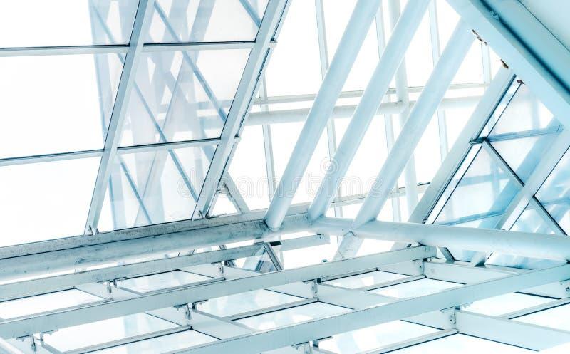 Techo de cristal del top ligero brillante del tejado del alto edificio moderno Casa renovable y cero de la energía fotos de archivo