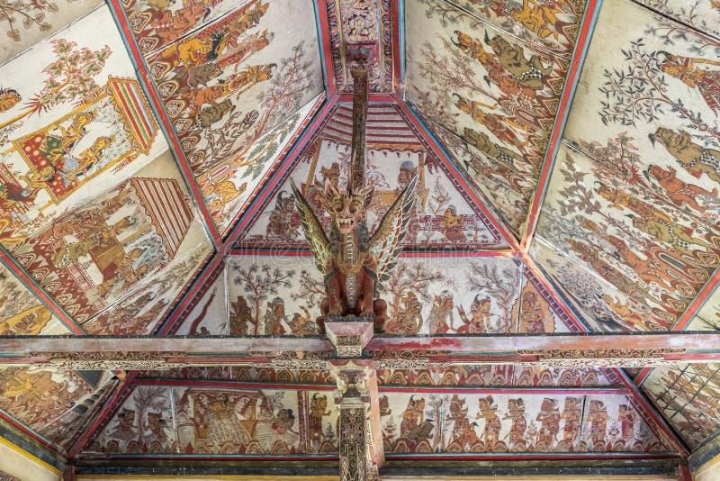 Techo del palacio flotante en Royal Palace, Klungkung Bali Indonesia fotos de archivo libres de regalías