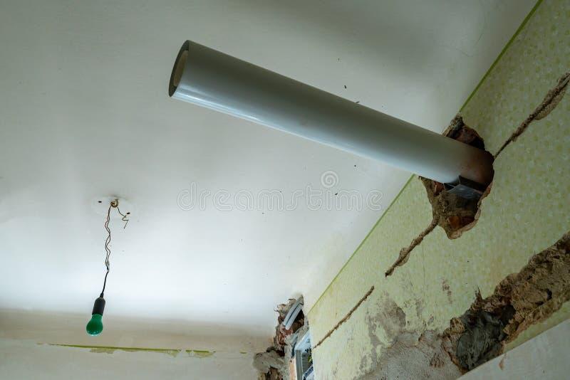 Techo del tubo de las aguas residuales imagen de archivo libre de regalías