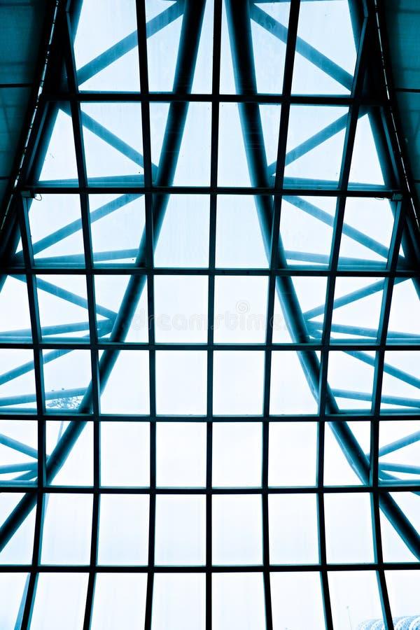 Techo geométrico del edificio de oficinas fotografía de archivo libre de regalías