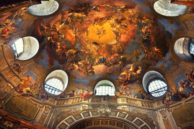 Techo pintado en la biblioteca de Viena imagenes de archivo