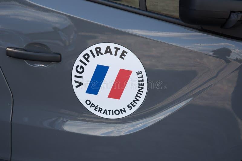 Tecken av planet Vigipirate i Frankrike mot möjliga terroristattacker arkivfoto