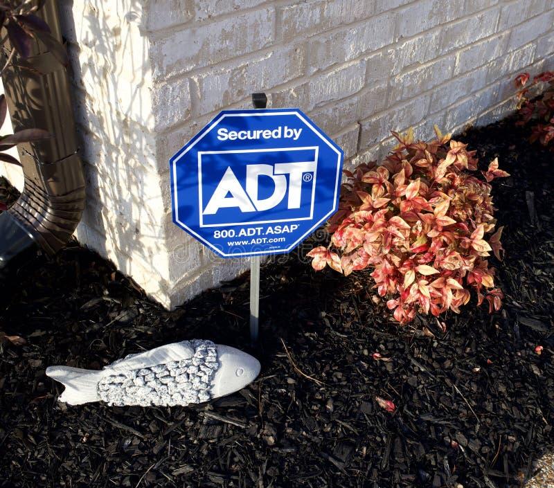 Tecken för ADT-säkerhetssystem arkivbild