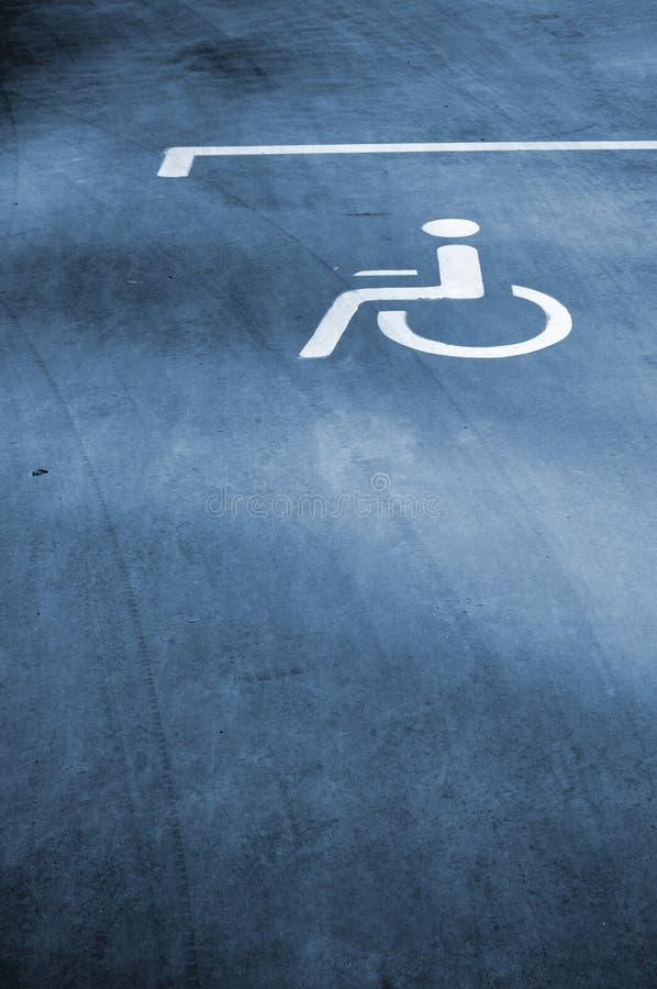 tecken för disableparkeringsfolk royaltyfria foton