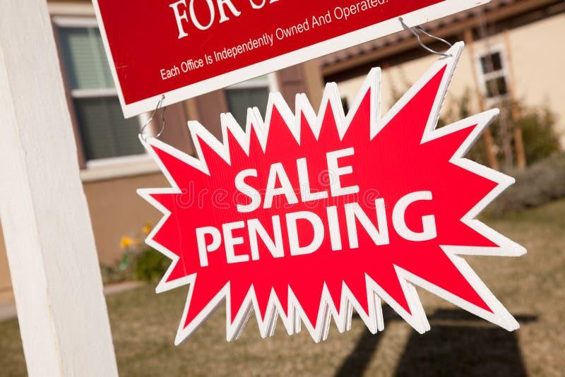 tecken för försäljning för bristningsgods oavgjort verkligt royaltyfri foto