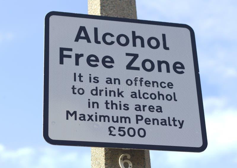 Tecken för gata för fri zon för alkohol royaltyfri bild