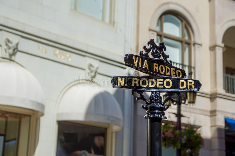 Tecken för gata för Los Angeles rodeodrev arkivbilder