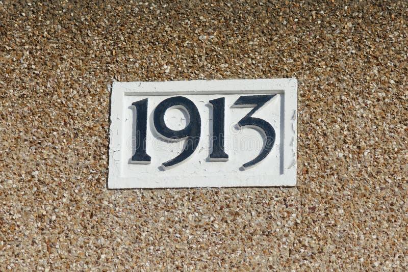 Tecken för husnummer 1913 fotografering för bildbyråer