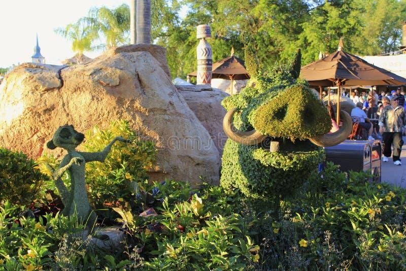Tecken för konung för lejon för mitt för Disney världsepcot fjädrar blommafestival royaltyfri fotografi