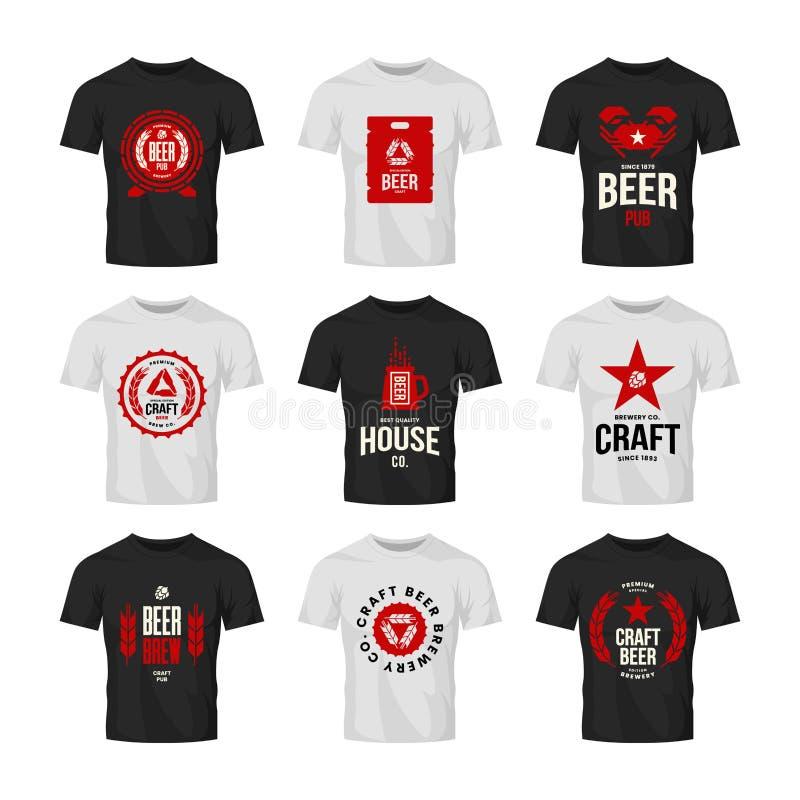 Tecken för logo för vektor för hantverköldrink för stång, bar, lager, brewhouse eller bryggeri på t-skjorta åtlöje upp packe stock illustrationer