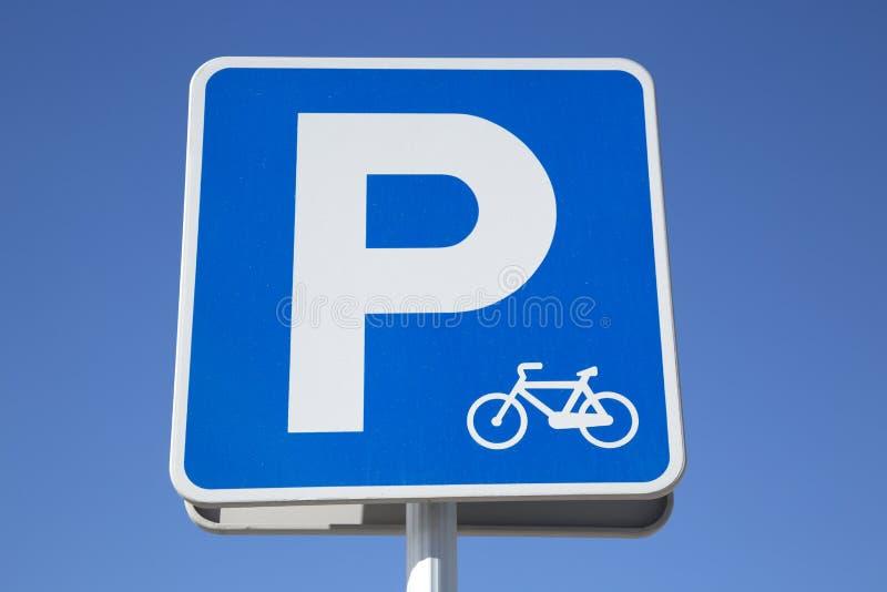 Tecken för parkering för cykelgrändsymbol, Ibiza arkivbilder