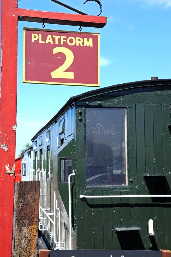 Tecken för plattform 2, Brownhills västra järnvägsstation arkivbild