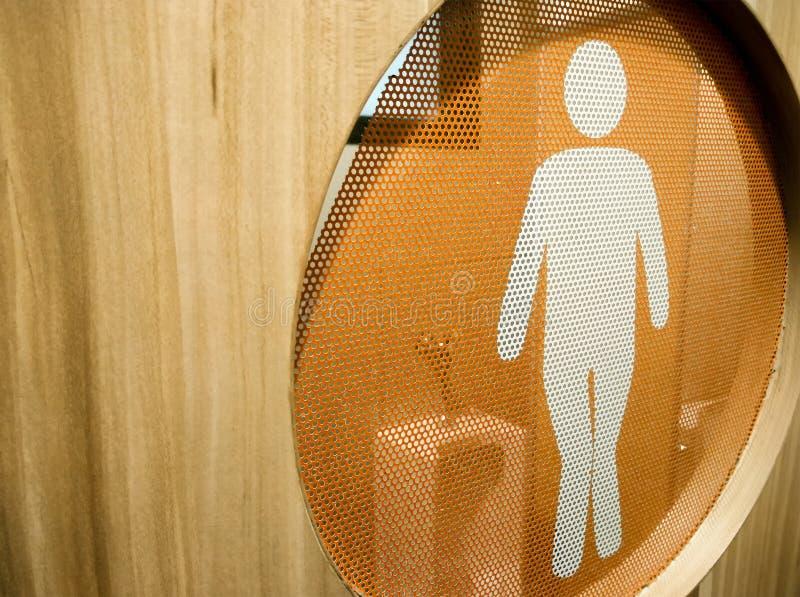 Tecken för toalett för man` s på en träbadrumdörr royaltyfri bild