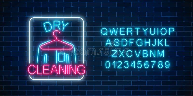 Tecken för torra rengöringsmedel för neon glödande med hängaren och skjortan med alfabet Rengörande tjänste- skyltdesign royaltyfri illustrationer