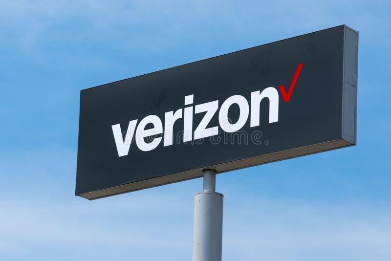 Tecken för Verizon Wireless detaljistyttersida arkivfoton