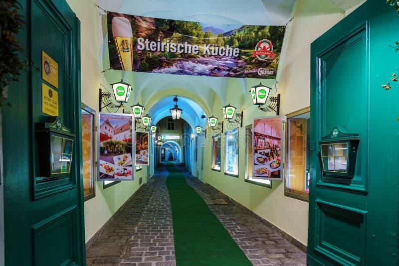 Tecken- och advertizingaffischer av restaurangen med Styrian kokkonst, arkivfoton