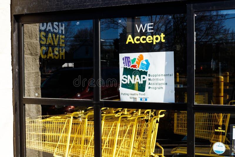 Tecken på en återförsäljare - vi accepterar KNÄPP II fotografering för bildbyråer