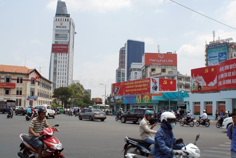 Tecken på en huvudväg i Vietnam royaltyfri foto