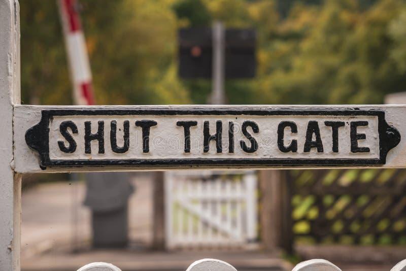 Tecken: Stängt denna port fotografering för bildbyråer