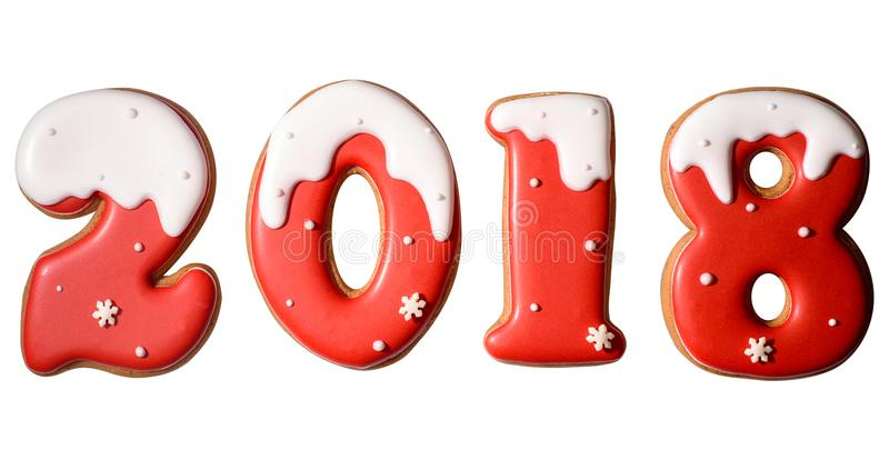 2018 teckensymbol för lyckligt nytt år från röda och vita pepparkakakakor som isoleras på vit bakgrund royaltyfri fotografi
