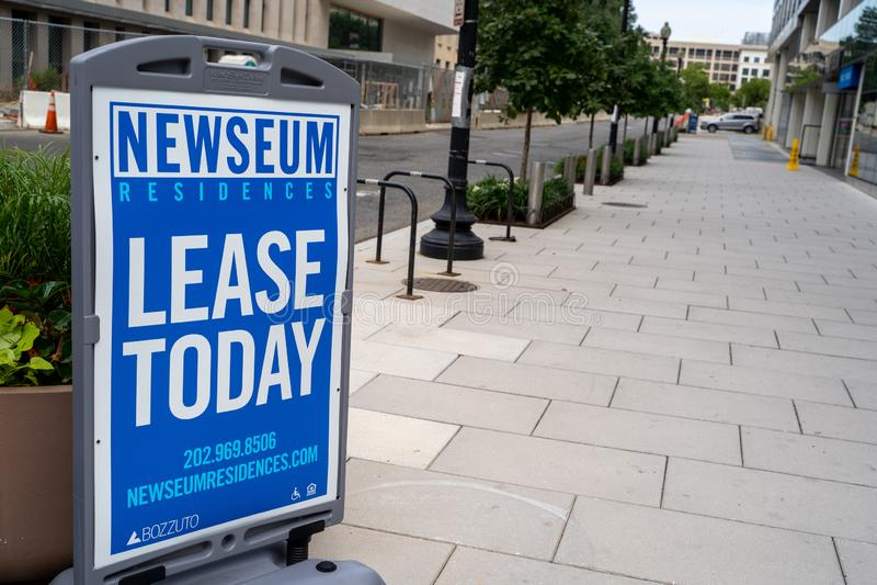 Tecknet för Newseumbostaden, som är lyxlägenheter i närheten av journalistmuseet royaltyfria bilder