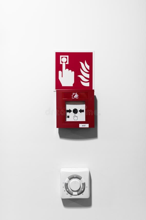 Tecla do alarme de incêndio vermelho fotografia de stock royalty free