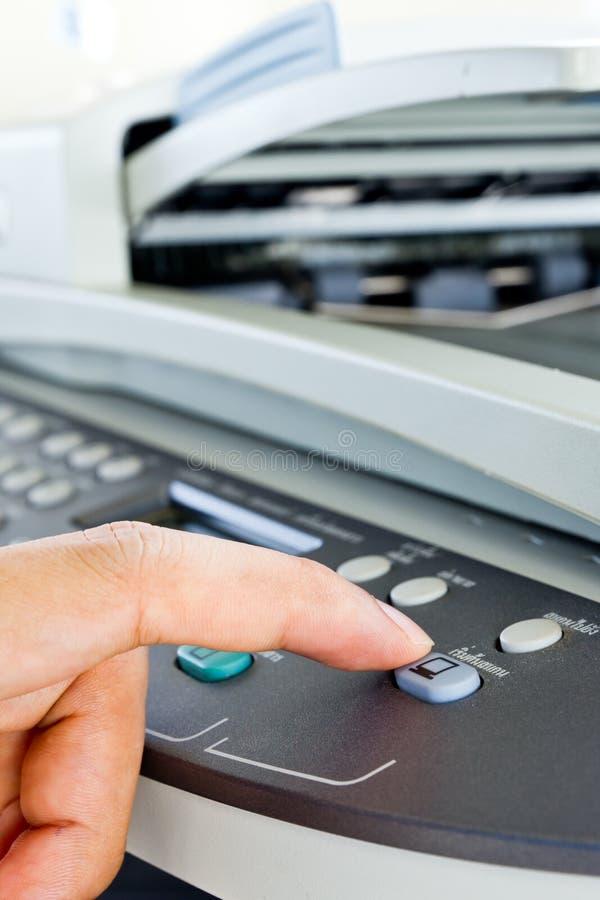Tecla do fax da imprensa da mão foto de stock royalty free