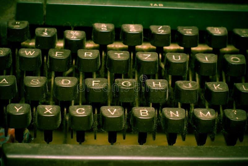 Teclado de máquina de escribir - concepto del autor imagenes de archivo
