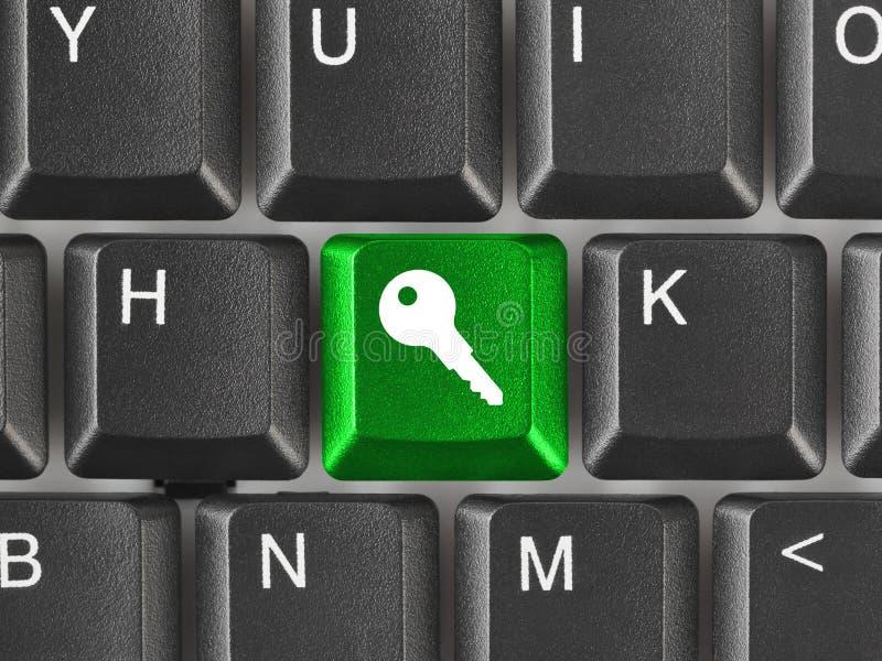 Teclado de ordenador con clave de la seguridad imagenes de archivo