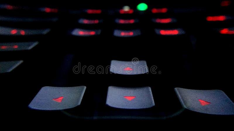 Teclado de ordenador retroiluminado moderno del juego foto de archivo libre de regalías