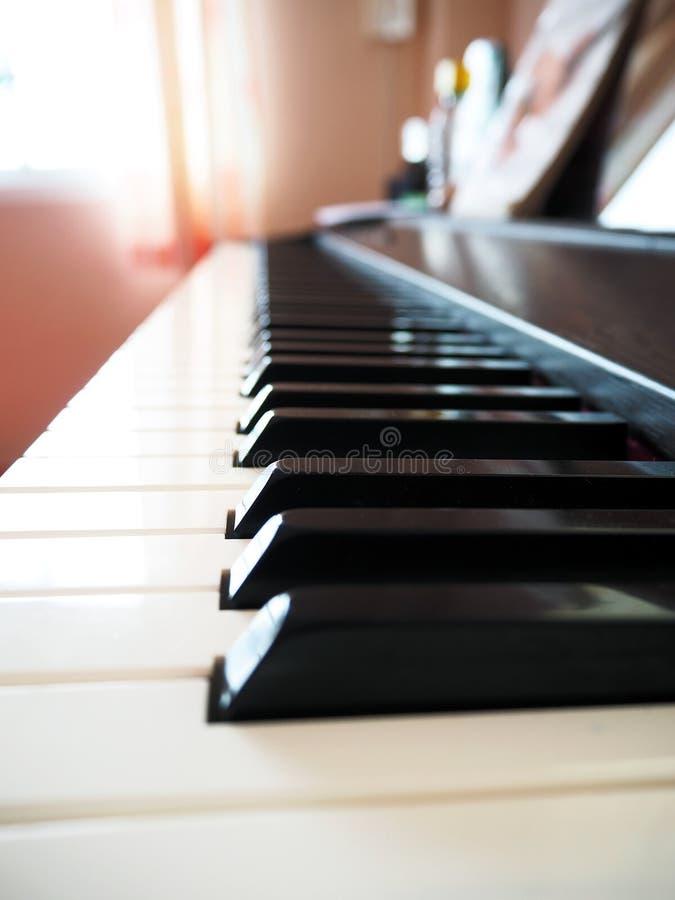 Teclado de piano do close up foto de stock royalty free