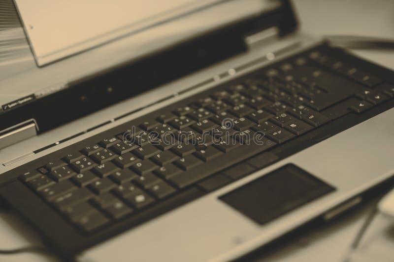 Teclado do portátil com touchpad fotografia de stock royalty free