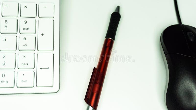 Teclado y pluma del ratón imágenes de archivo libres de regalías