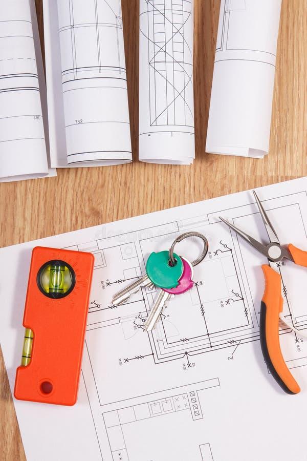 Teclas HOME con los dibujos o modelos eléctricos y herramientas anaranjadas del trabajo, concepto de hogar del edificio imagen de archivo libre de regalías