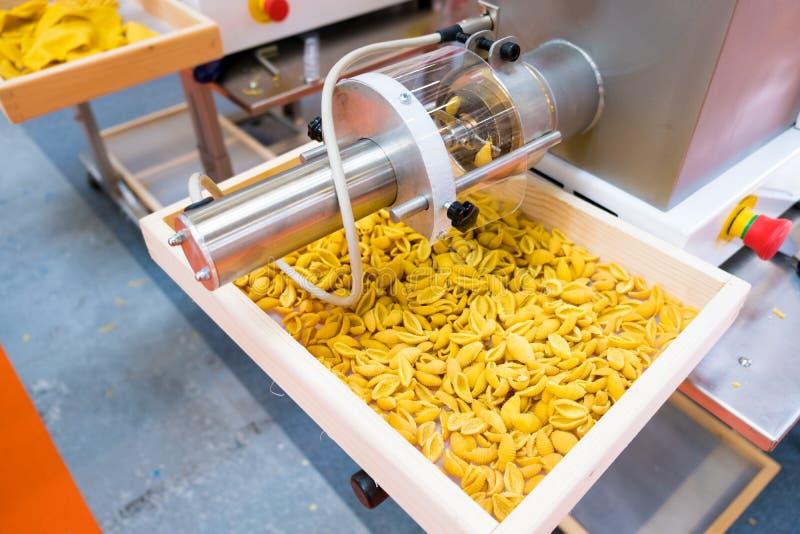 Tecnica di disegno di automazione di fabbrica della pasta che elabora la linea di produzione fotografie stock libere da diritti