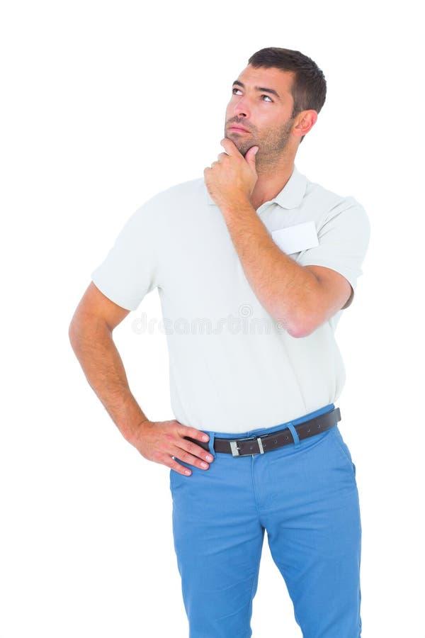 Tecnico con la mano sul mento che cerca sopra il fondo bianco fotografie stock libere da diritti
