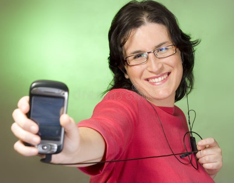 Tecnología de comunicación de la mujer joven imágenes de archivo libres de regalías