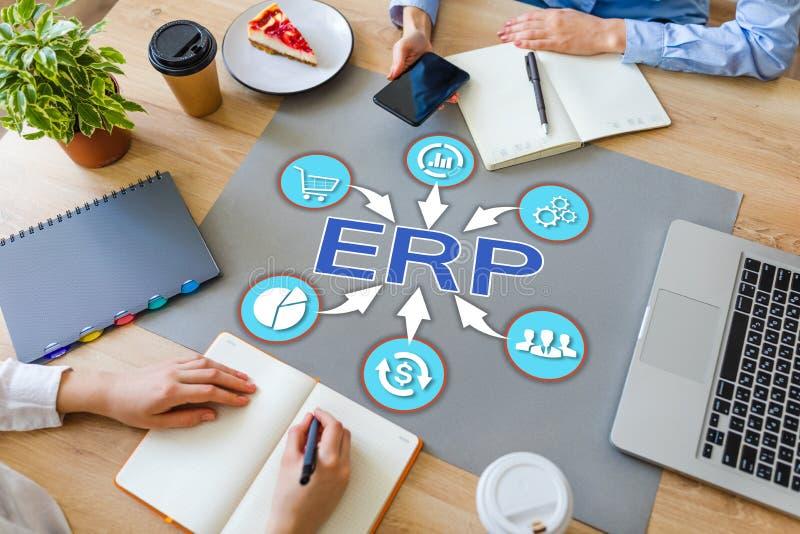 Tecnología de la automatización de negocio del planeamiento del recurso de la empresa del ERP en la mesa de la oficina foto de archivo libre de regalías