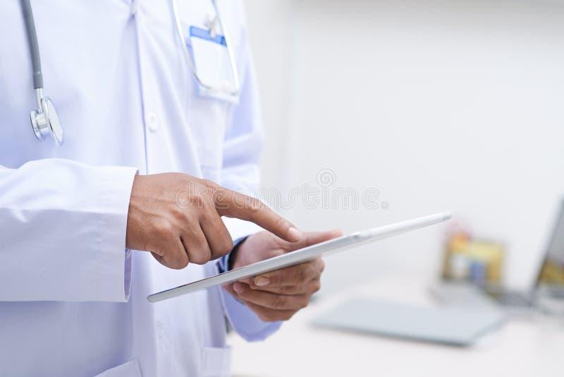 Tecnología en industria de la atención sanitaria imagenes de archivo